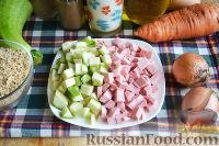 Фото приготовления рецепта: Запеканка с овощами, колбасой и гречневыми хлопьями - шаг №7