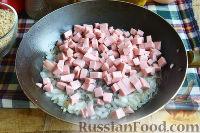 Фото приготовления рецепта: Запеканка с овощами, колбасой и гречневыми хлопьями - шаг №8
