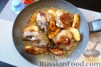 Фото приготовления рецепта: Курица с айвой, в сидре - шаг №8