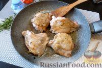 Фото приготовления рецепта: Курица с айвой, в сидре - шаг №4