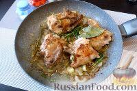 Фото приготовления рецепта: Курица с айвой, в сидре - шаг №6