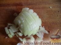 Фото приготовления рецепта: Тефтели с рисом и овощным соусом - шаг №2