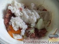 Фото приготовления рецепта: Тефтели с рисом и овощным соусом - шаг №5