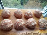 Фото приготовления рецепта: Тефтели с рисом и овощным соусом - шаг №6