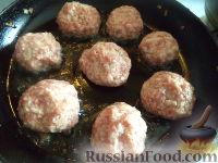 Фото приготовления рецепта: Тефтели с рисом и овощным соусом - шаг №7