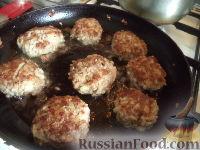 Фото приготовления рецепта: Тефтели с рисом и овощным соусом - шаг №8