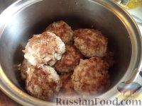 Фото приготовления рецепта: Тефтели с рисом и овощным соусом - шаг №9