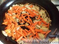 Фото приготовления рецепта: Тефтели с рисом и овощным соусом - шаг №11