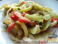 Фото к рецепту: Маринованные зеленые помидоры с перцем и чесноком