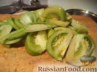Фото приготовления рецепта: Маринованные зеленые помидоры с перцем и чесноком - шаг №2