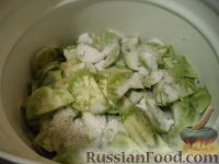 Фото приготовления рецепта: Маринованные зеленые помидоры с перцем и чесноком - шаг №4