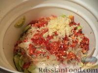 Фото приготовления рецепта: Маринованные зеленые помидоры с перцем и чесноком - шаг №12