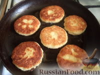 Фото приготовления рецепта: Сырники с адыгейским сыром - шаг №6