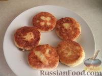 Фото приготовления рецепта: Сырники с адыгейским сыром - шаг №7