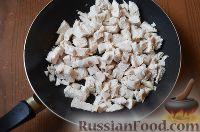 Фото приготовления рецепта: Киш с куриной грудкой и горошком - шаг №6