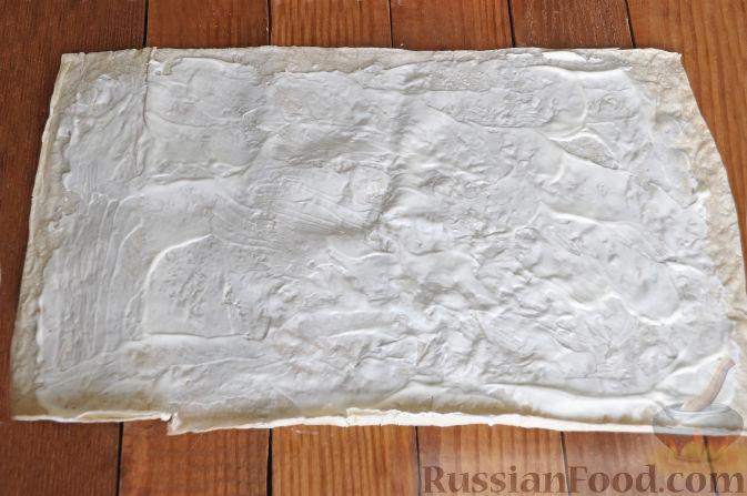 Фото приготовления рецепта: Булочки с вишнёвым вареньем, изюмом и орехами - шаг №21