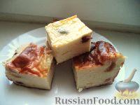 Фото приготовления рецепта: Творожная запеканка с манкой и изюмом - шаг №7