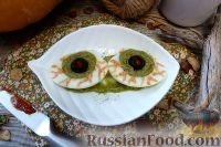 """Фото к рецепту: Закуска """"Глаз вампира"""" из фаршированных яиц"""
