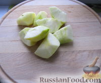 Фото приготовления рецепта: Смузи на кефире, с яблоком и листовым салатом - шаг №2
