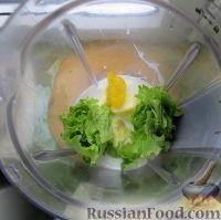 Фото приготовления рецепта: Смузи на кефире, с яблоком и листовым салатом - шаг №3