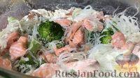 Фото к рецепту: Рисовая лапша с лососем и брокколи