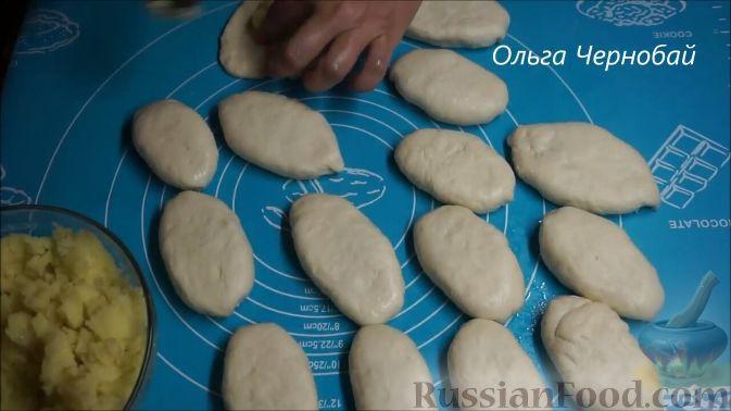 Фото приготовления рецепта: Томатный суп с яичницей-болтуньей, имбирём и острым перцем - шаг №3