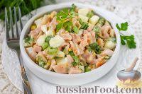 Фото к рецепту: Салат из сельдерея, яиц и копчёной курицы