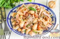 Фото к рецепту: Салат с курицей, фасолью, луком и сухариками