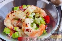 Фото к рецепту: Салат с креветками и сельдереем
