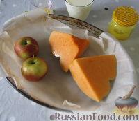 Фото приготовления рецепта: Молочный коктейль с тыквой и яблоком - шаг №2