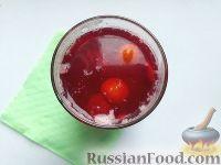 Фото к рецепту: Ягодный компот на вишневом сиропе
