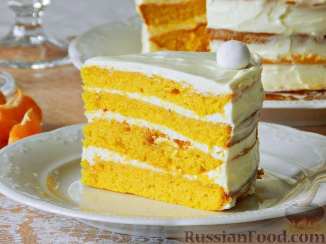 Фото к рецепту: Тыквенный торт со взбитыми сливками