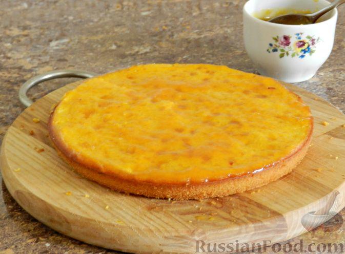 Фото приготовления рецепта: Тыквенный торт со взбитыми сливками - шаг №16