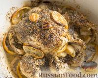 Фото к рецепту: Курица, запечённая в духовке, с лимоном и чесноком