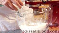 Фото приготовления рецепта: Бисквитно-фруктовый рулет - шаг №2