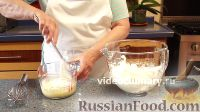 Фото приготовления рецепта: Бисквитно-фруктовый рулет - шаг №4