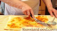 Фото приготовления рецепта: Бисквитно-фруктовый рулет - шаг №8