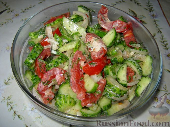 Рецепт Салат из огурцов и помидоров со сметаной