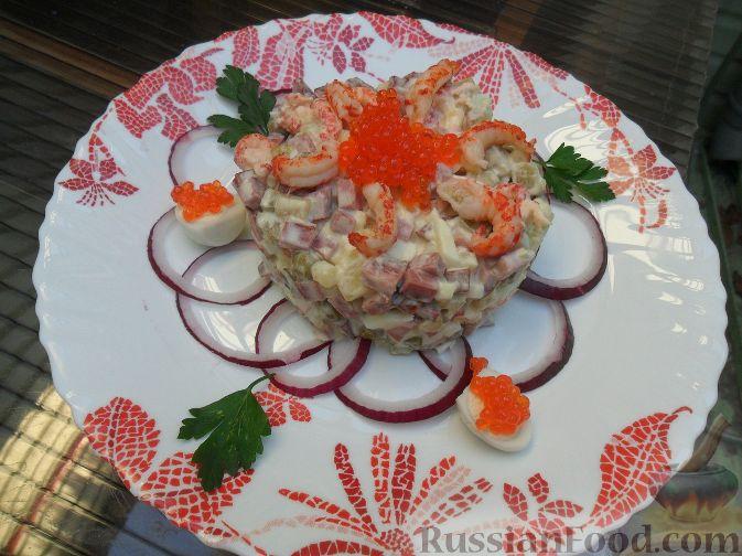 Фото приготовления рецепта: Слоёный салат со свёклой, кукурузой, колбасой и маринованными огурцами - шаг №1