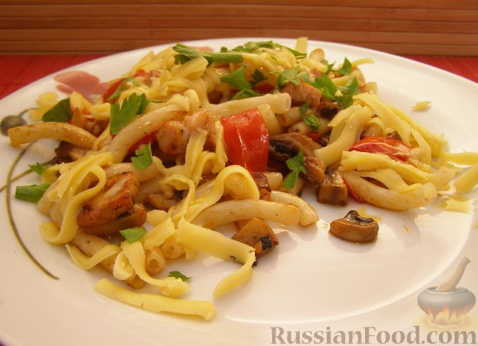 Рецепт Макароны с грибами, ветчиной и помидорами под сыром