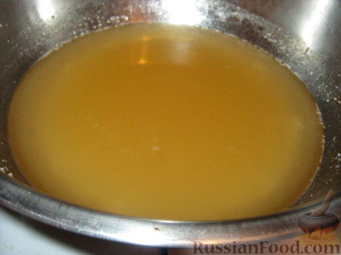 Фото приготовления рецепта: Варенье из айвы с орехами и лимоном - шаг №3