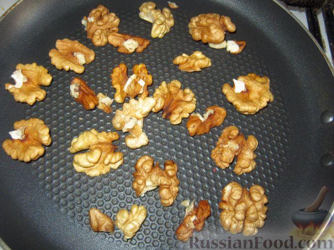 Фото приготовления рецепта: Варенье из айвы с орехами и лимоном - шаг №6