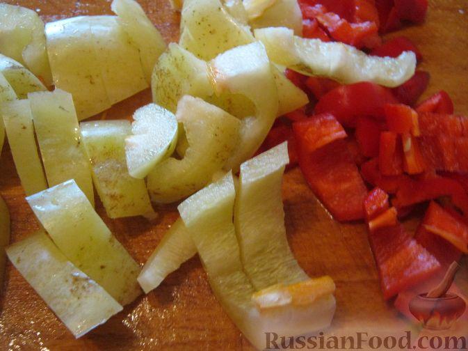 Фото приготовления рецепта: Куриные котлеты в томатном соусе, в духовке - шаг №7