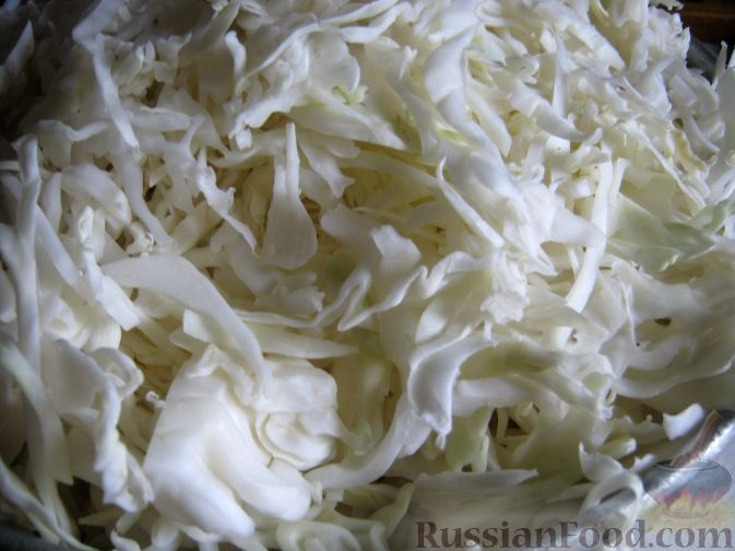 Фото приготовления рецепта: Омлет с помидорами, луком и маслинами - шаг №9