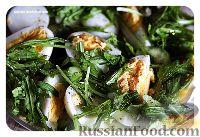 Фото к рецепту: Салат с малосольными огурцами и яйцом