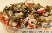 Фото к рецепту: Салат из морской капусты с картофелем и крабовыми палочками