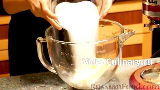 Фото приготовления рецепта: Сметанное желе с бананом и какао - шаг №8