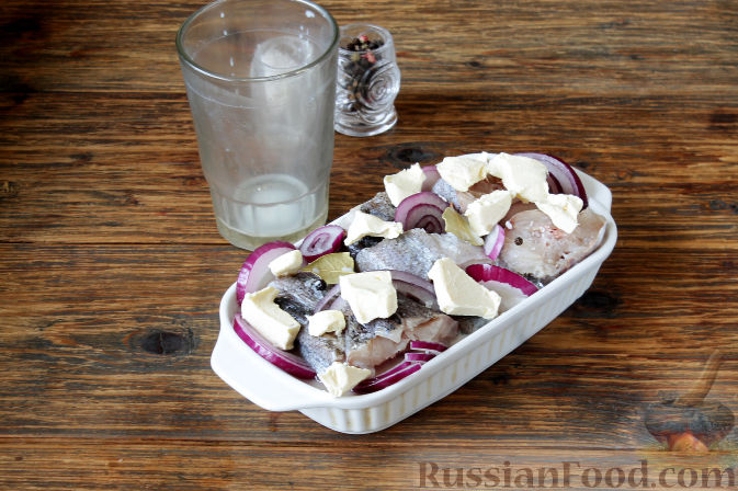 Фото приготовления рецепта: Бутерброды с намазкой из минтая и жареного лука - шаг №6