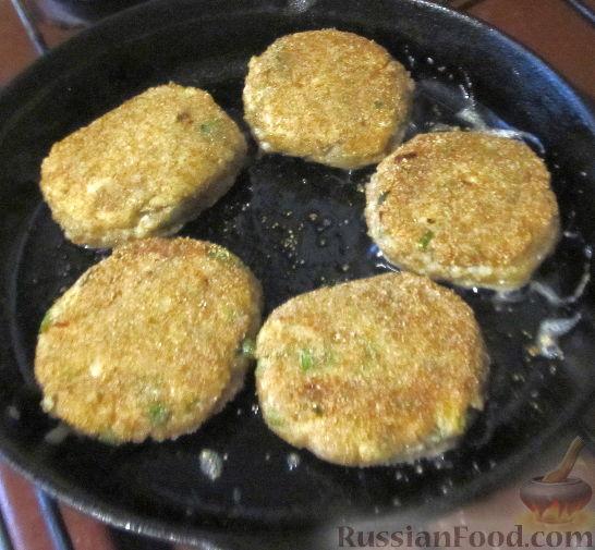 Фото приготовления рецепта: Лимонный кекс с сиропом - шаг №8