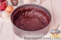 Фото приготовления рецепта: Шоколадный пирог с вишней - шаг №7